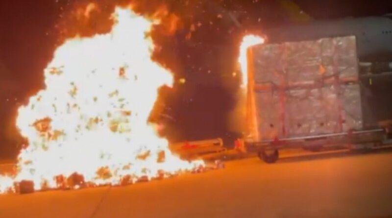 HP Vivo Terbakar di Bandara,